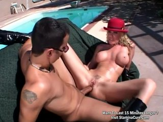 Outdoor fuck beside swimming pool they do